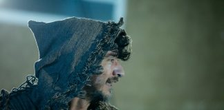 Jhoão Scarpa na peça Francisco, um Guerreiro da Paz (foto: Marcio Abegão)